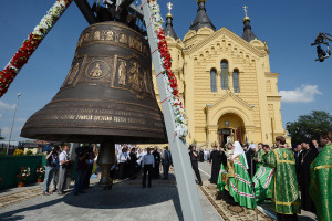Освящение-патриархом-колокола-3