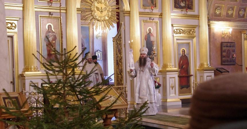 В Спасском Староярмарочном соборе Нижнего Новгорода совершены Царские часы, Великая вечерня и Божественная литургия