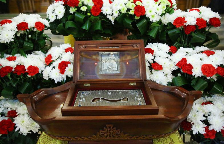 В Александро-Невском кафедральном соборе Нижнего Новгорода торжественно встретили ковчег с частицей мощей святого праведного Феодора Ушакова
