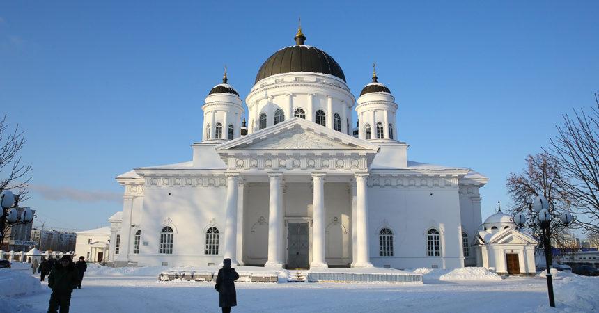 В Рождественский сочельник в Спасском Староярмарочном соборе Нижнего Новгорода совершены Божественная литургия и Великая вечерня