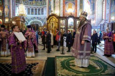 Митрополит Георгий совершил Божественную литургию в Александро-Невском кафедральном соборе Нижнего Новгорода 29 марта 2020 года