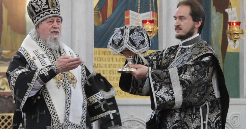 Епископ Балахнинский Илия возглавил Литургию Преждеосвященных Даров во Владимирском храме Канавинского благочиния